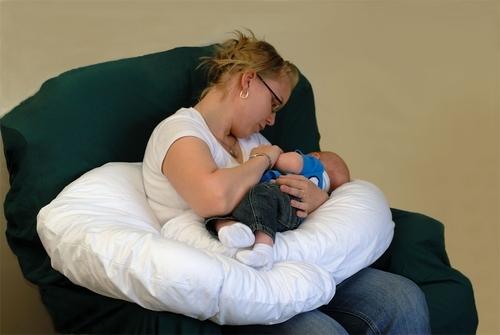 Как выбрать подушку для беременных, какая подушка для беременных лучше