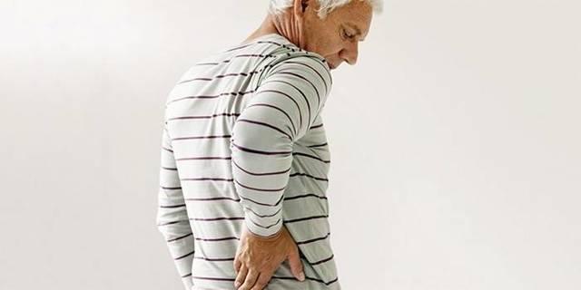 Боль в правом боку на уровне талии спереди и со спины у женщин и мужчин
