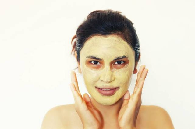 Скрабы для жирной кожи лица: можно ли использовать, как выбрать скраб для проблемной кожи