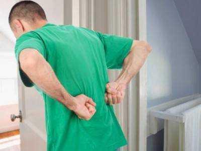 Почему болит в правом подреберье и в центре позвоночника?