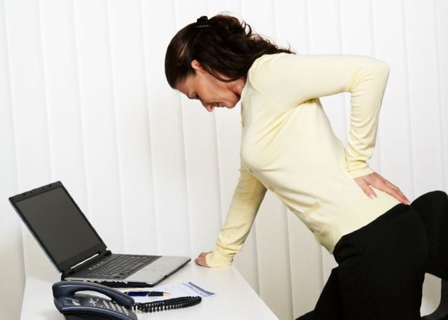 Дернула сильно ногу и начала болеть спина, что это может быть?