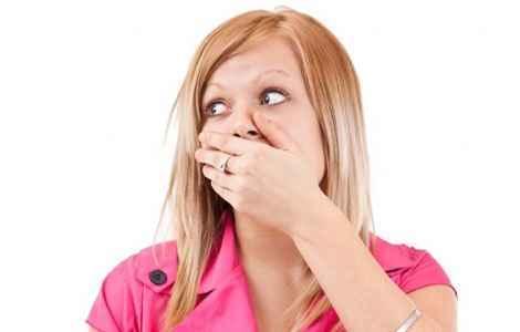 Появился привкус кала во рту, с чем это связано?